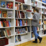 古本市に人は群がるのに、なぜ図書館は人でいっぱいにならないのか。